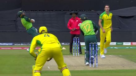 CWC19: AUS v SA - Markam is forced to take evasive action