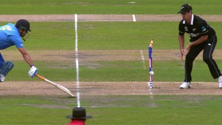CWC19 SF: IND v NZ – Dhoni is run out for 50