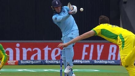CWC19 SF: AUS v ENG - Roy is given out for edging down the leg side