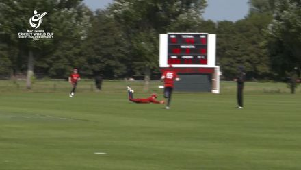 U19 CWC Europe Q: Jer v Den – Jersey wicket-keeper King completes a terrific catch