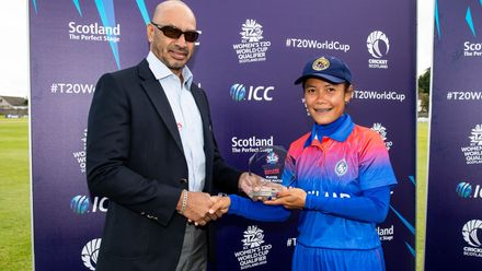 Thailand's Chanida Sutthiruang receives the player of the match award from Tournament referee and member the ICC International Panel of Match Referees.