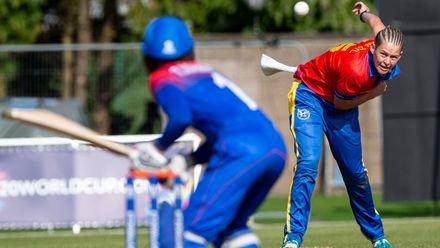 Namibia's Irene van Zyl bowls.