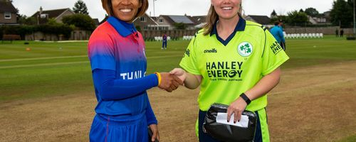 Thailand captain, Sornnarin Tippoch and Ireland captain, Laura Delany, shake hands before the start.