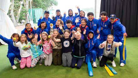 Sea View Primary School meet the Thai team.