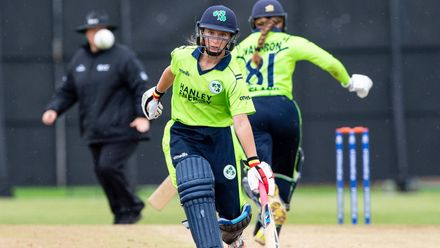 Ireland's Leah Paul and Ireland's Mary Waldron go for 2.