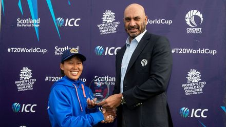 Player of the match Thailand's Suleeporn Laomi receives her award from Tournament referee and member the ICC International Panel of Match Referees, Mr Graeme Le Brooy from Sri Lanka.
