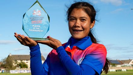 Thailand's Chanida Sutthiruang with her player of the tournament award.