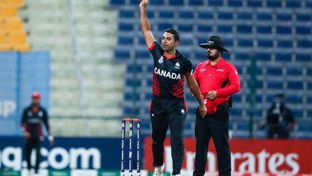 Saad Zafar celebrates after taking wicket