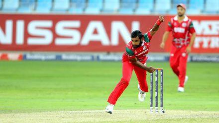 Muhammad Nadeem bowls