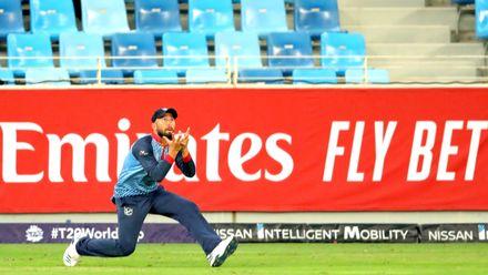 Jan Frylinck takes the catch of Suraj Kumar