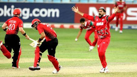 Bilal Khan appeals for an lbw