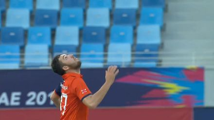T20WCQ: IRE v NED – Paul van Meekeren's catch and celebration