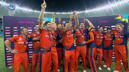 T20WCQ: NED v PNG - Netherlands lift the trophy!