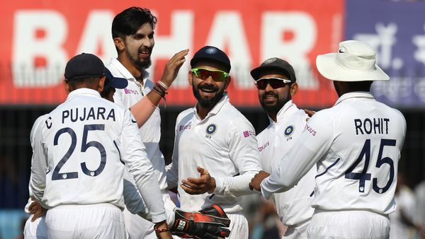 India bowlers boss the day before batsmen consolidate