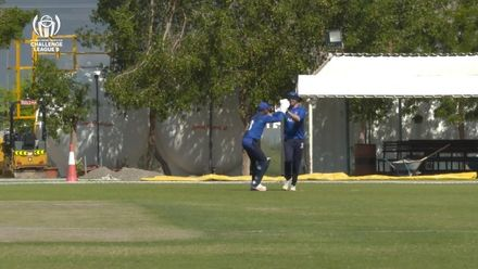 CWC Challenge League B – Oman: Italy v Kenya - Nikolai Smith takes a fine running catch