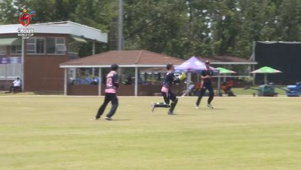 ICC U19 CWC: JPN v CAN –  Captain Thurgate sprints back to pouch a sharp catch