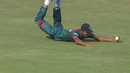 Nissan POTD: Sakib's spectacular diving catch
