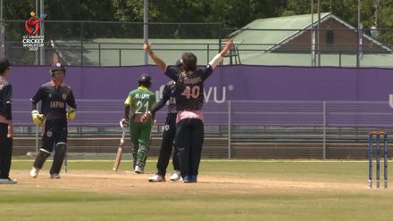 ICC U19 CWC: NGR v JPN – Ashley Thurgate takes the first Nigeria wicket