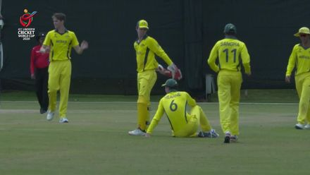 ICC U19 CWC: AUS v AFG – Rowe and Hearne collide while attempting to take a catch