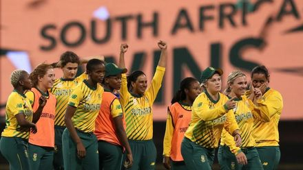 WT20WC: Eng v SA - South Africa record first WT20WC win over England