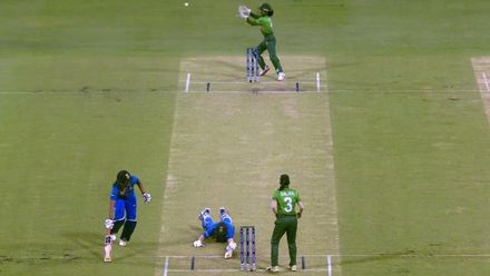 WT20WC: Ind v Ban - Huge mix-up leads to Deepti Sharma's dismissal