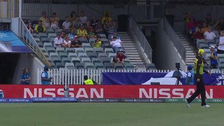 WT20WC: Aus v SL - Sensational crowd catch!