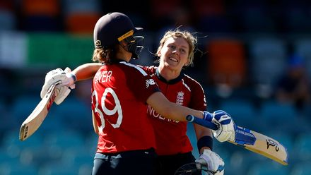WT20WC: Eng v Tha - Heather Knight brings up her maiden T20I ton