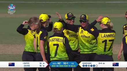 WT20WC: Aus v NZ - Wareham gets the huge wicket of Suzie Bates
