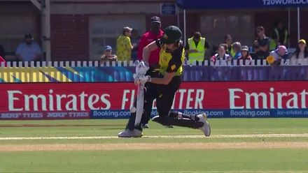 WT20WC: Aus v NZ - Mooney hits her second six