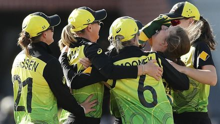 WT20WC: Aus v NZ - Wareham takes her third wicket
