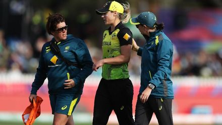 WT20WC: Aus v NZ - Ellyse Perry goes off injured