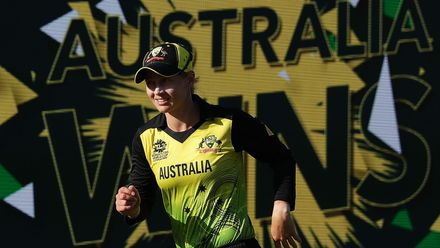 WT20WC: Aus v NZ - Australia edge into semis