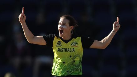 WT20WC: Aus v NZ - Schutt takes her third wicket of the day