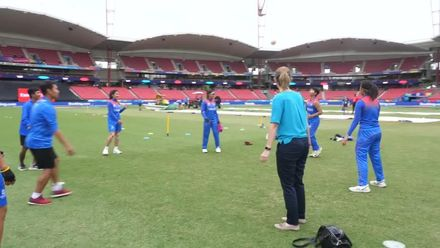 WT20WC: Pak v Tha – Charlotte Edwards plays Sepak Takraw with the Thailand team