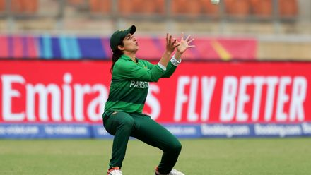 Aliya Riaz of Pakistan takes a catch to dismiss Nattaya Boochatham of Thailand during the ICC Women's T20 Cricket World Cup match between Pakistan and Thailand at Sydney Showground Stadium on March 03, 2020 in Sydney, Australia.