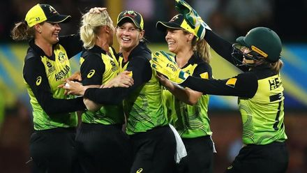 WT20WC: SA v Aus SF2 – Australia reach the finals