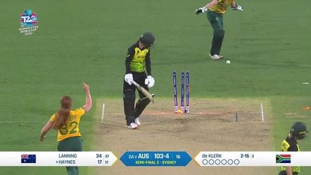 WT20WC: SA v Aus SF2 – Third wicket for de Klerk