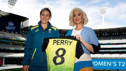 Ellyse Perry of Australia and Singer Katy Perry pose during the 2020 ICC Women's T20 World Cup Media Opportunity at Melbourne Cricket Ground on March 07, 2020 in Melbourne, Australia.