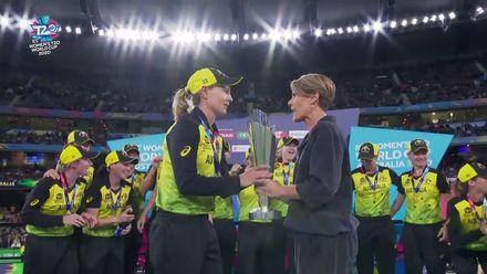 WT20WC: Ind v Aus final – Australia lift trophy