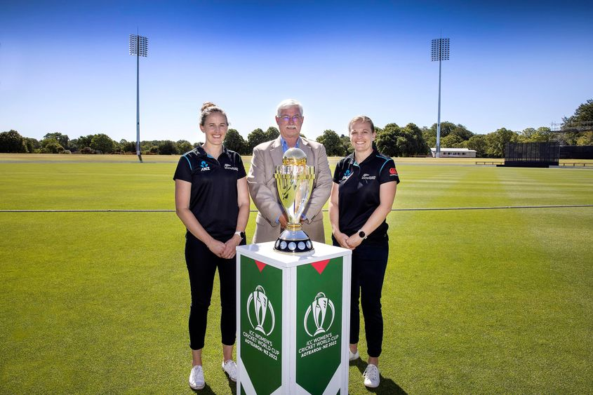 Amy Satterthwaite, Richard Hadlee and Lea Tahuhu pose alongside the ICC Women's World Cup 2022 Trophy at Hagley Oval