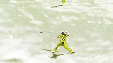Georgia Wareham's accurate hit | Snowstopping moments | Happy Crickmas!