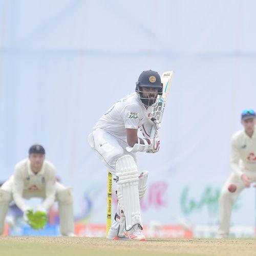 Sri Lanka roar back in fighting display on third day