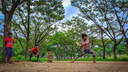 A serene and peaceful day for cricket. Photo credit: Tariqul Islam Shohag. Location: Uttara, Dhaka, Bangladesh