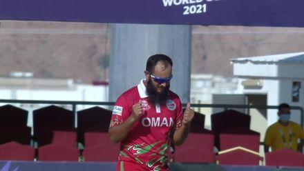 OMNvPNG: Zeeshan Maqsood bowls Norman Vanua