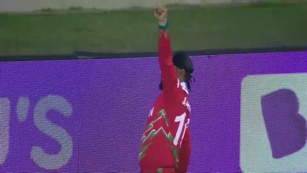BANvOMN: Jatinder Singh holds onto fine catch in the deep