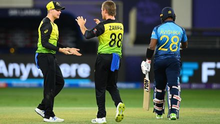 Fernando tries to slog Zampa but only finds Smith
